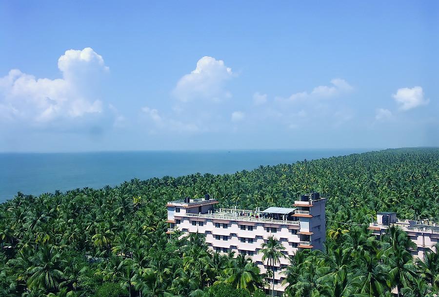 Вид с балкона ашрама Аммы. Амритапури, Керала © Kartzon Dream - авторские путешествия, авторские туры в Индию, тревел видео, фототуры