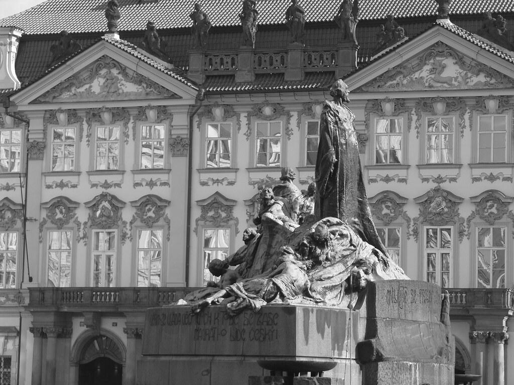 Statue de Jan Hus sur la place du marché de la Vieille Ville de Prague.