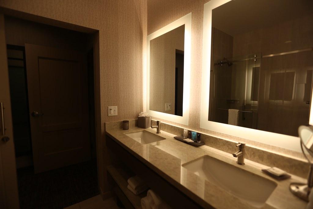 Hilton H Hotel LAX 16