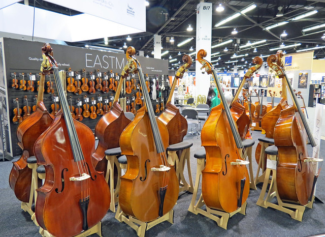Double basses (5)