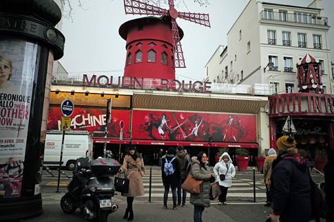 18b12 Moulin Rouge Abbesses Montmartre_0017 variante Uti 485