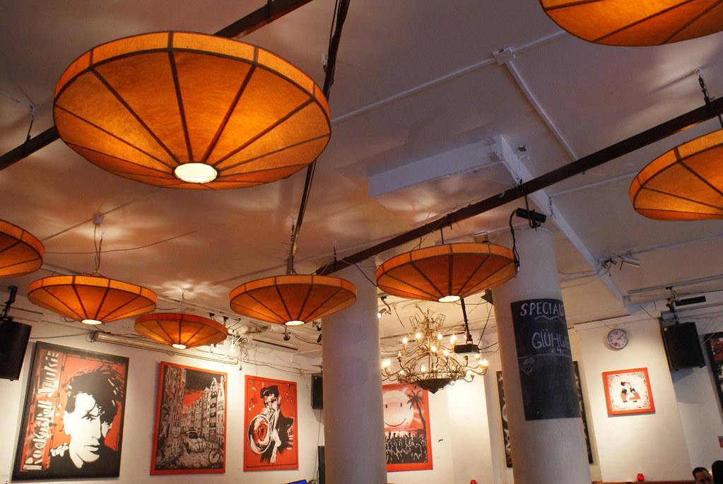 Mélange parfait : Un côté design et punk et asiatique à la fois pour le Schuim à Amsterdam.