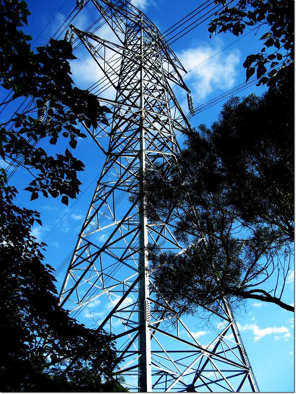 牡丹路山登山口高壓輸電塔