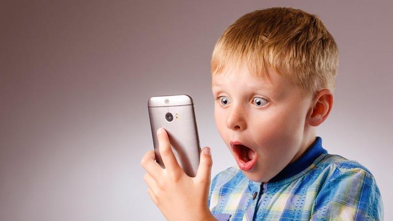 Saat anak boleh memiliki ponsel, tetapkan peraturan yang jelas.