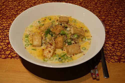 Vegane Ramen aus Sojamilch mit Tofu, Mungobohnen und Japanese Style Noodles