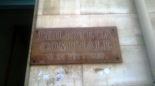 Noicattaro. biblioteca intero