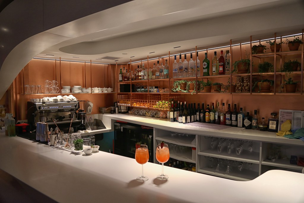 Virgin Atlantic Clubhouse LAX 17