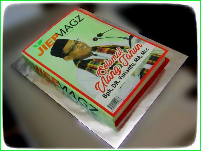 Cake Majalah Bp. DR Yurianto MA MSc 22x33 cm