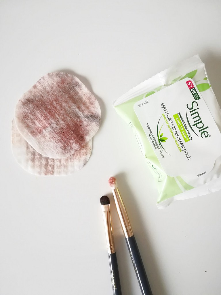 Simple Eye-Makeup Remover Pads (1)