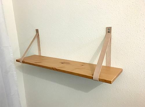 diy estantería madera y cuero materiales