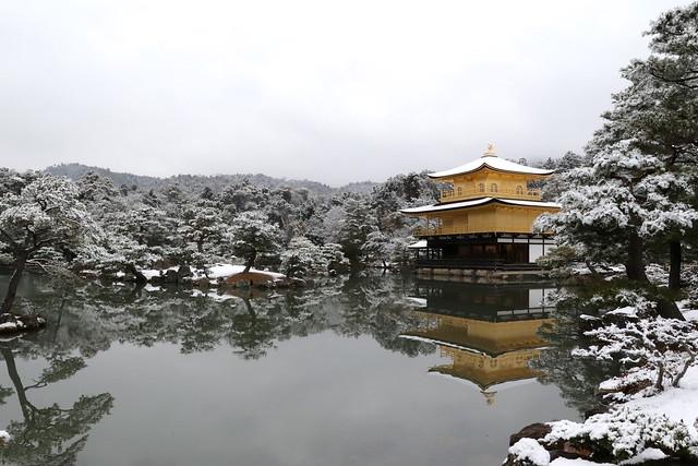 京都並不常下大雪或出現積雪現象,因此能見到「雪金閣」實屬難得。