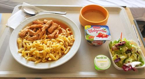 Potato soup & Turkey chop with spaetzle / Kartoffelsuppe & Truthahngeschnetzeltes mit Spätzle