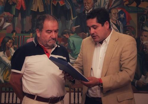 LINARES; Municipio entrega Reconocimiento al ex Director del Museo de Arte y Artesanías