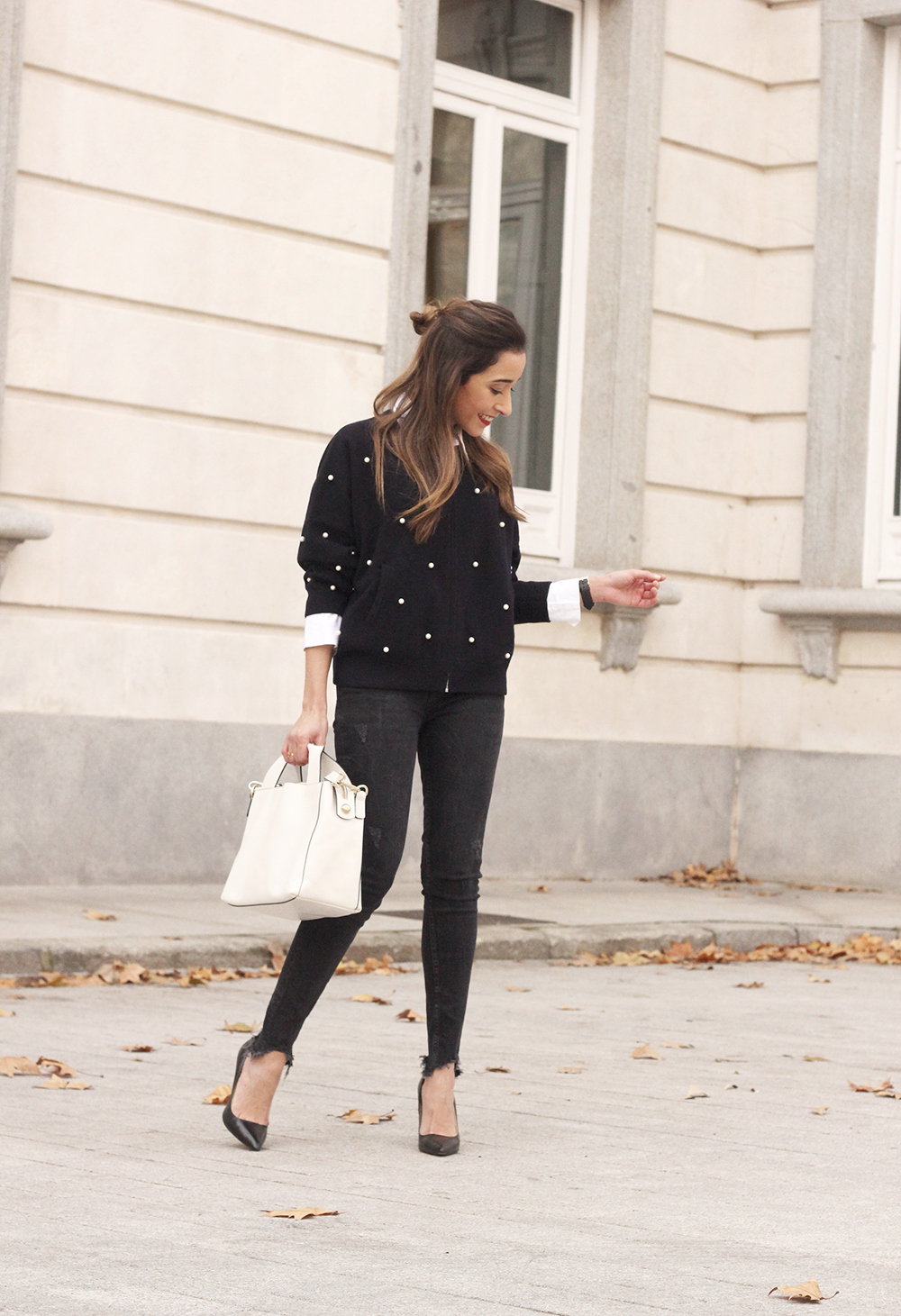 pearl bomber uterqüe black jeans white bag winter outfit 2018 style fashionbomber06
