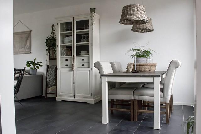 Binnenkijken grijswit interieur
