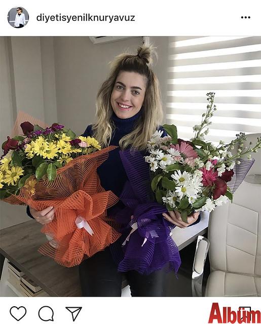 Diyetisyen İlknur Yavuz, danışanlarından gelen çiçeklerle çektirdiği fotoğrafını 'Güne bu güzel çiçeklerle başlamak' notuyla paylaştı.