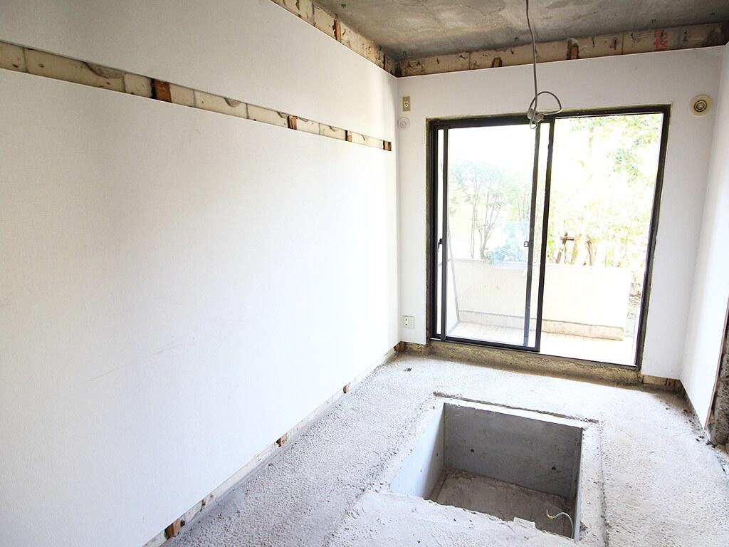 リノベーション中の居室スペース