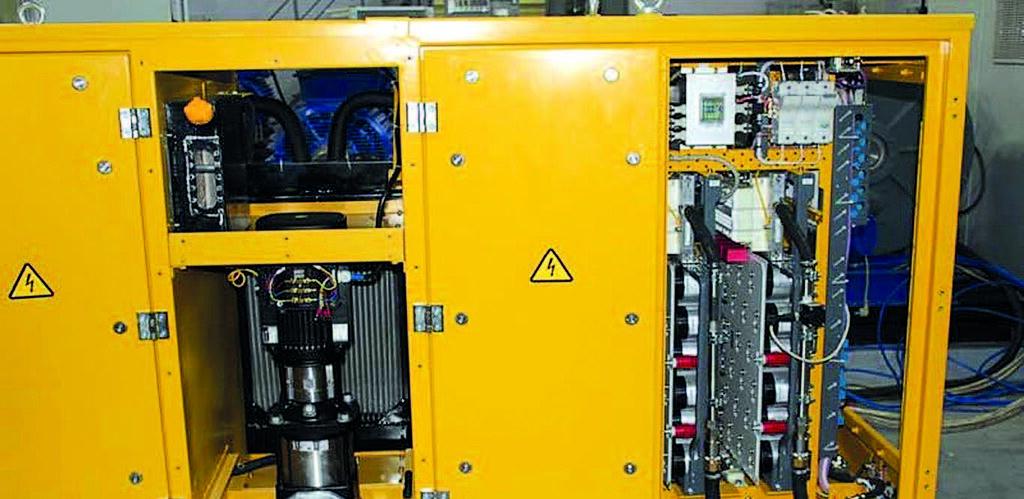 Жидкостное охлаждение всех силовых приборов выполняется посредством циркуляционного насоса с асинхронным двигателем