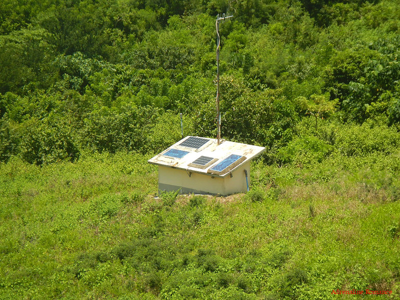 Solar powered seismograph