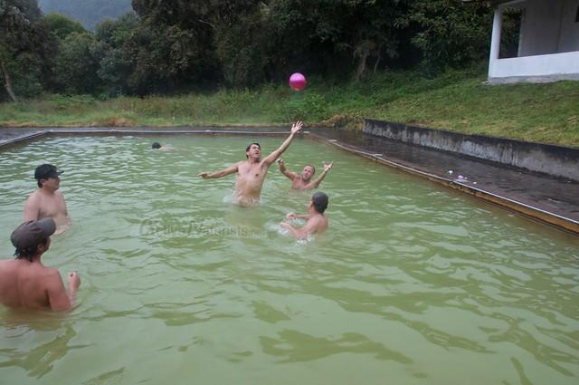 naturist water ball 0004 balneario Tambo, Papallacta, Ecuador