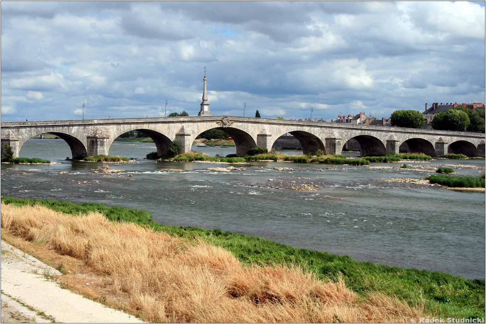 Kamienny most nad Loarą