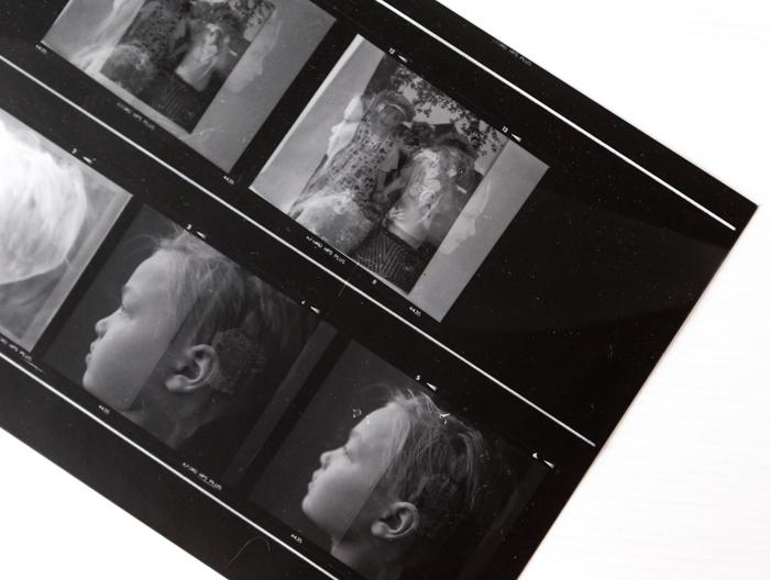 analoginen valokuvaus pimiötyöskentely pinnakkaiset kaksoisvalotus mamiya keskikoon kamera_