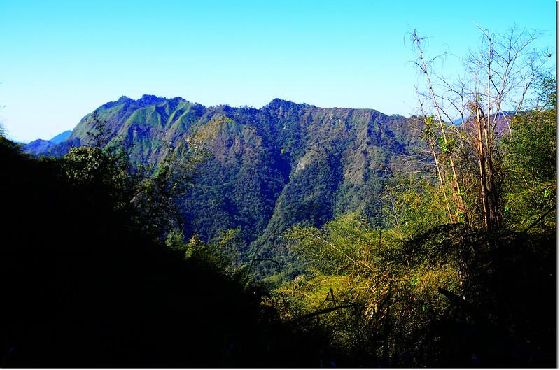 勃子山產道越稜點西眺草山稜線