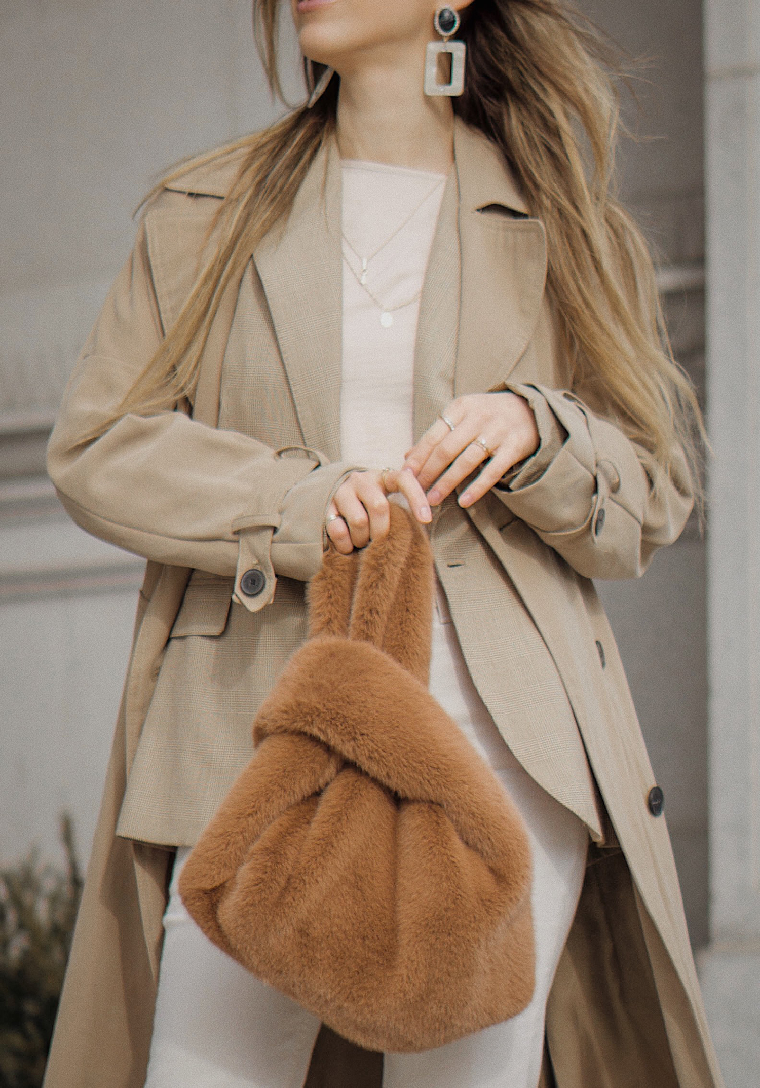 ralph_lauren_neutral_layers_outfit_fur_bag_vince_zara_trench_coat_street_style_lenajuice_thewhiteocean_01