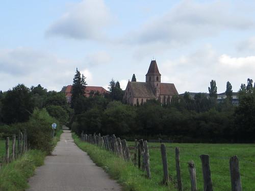 20140804 02 092 Jakobus Weg Wiese Häuser Kloster Walburga