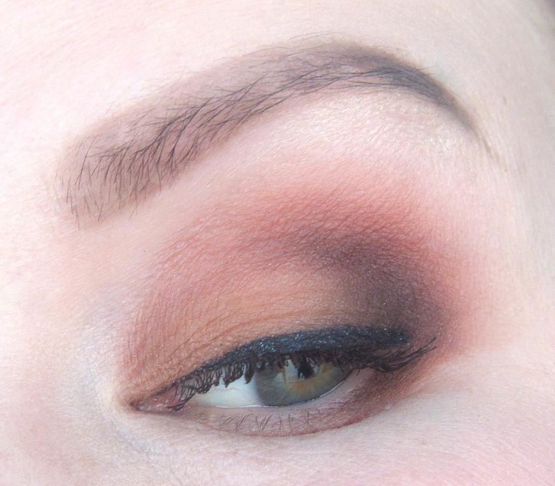 ruskea meikki