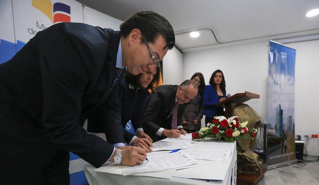 Firma convenio MINEDUC-CISCO (Bachillerato Técnico)