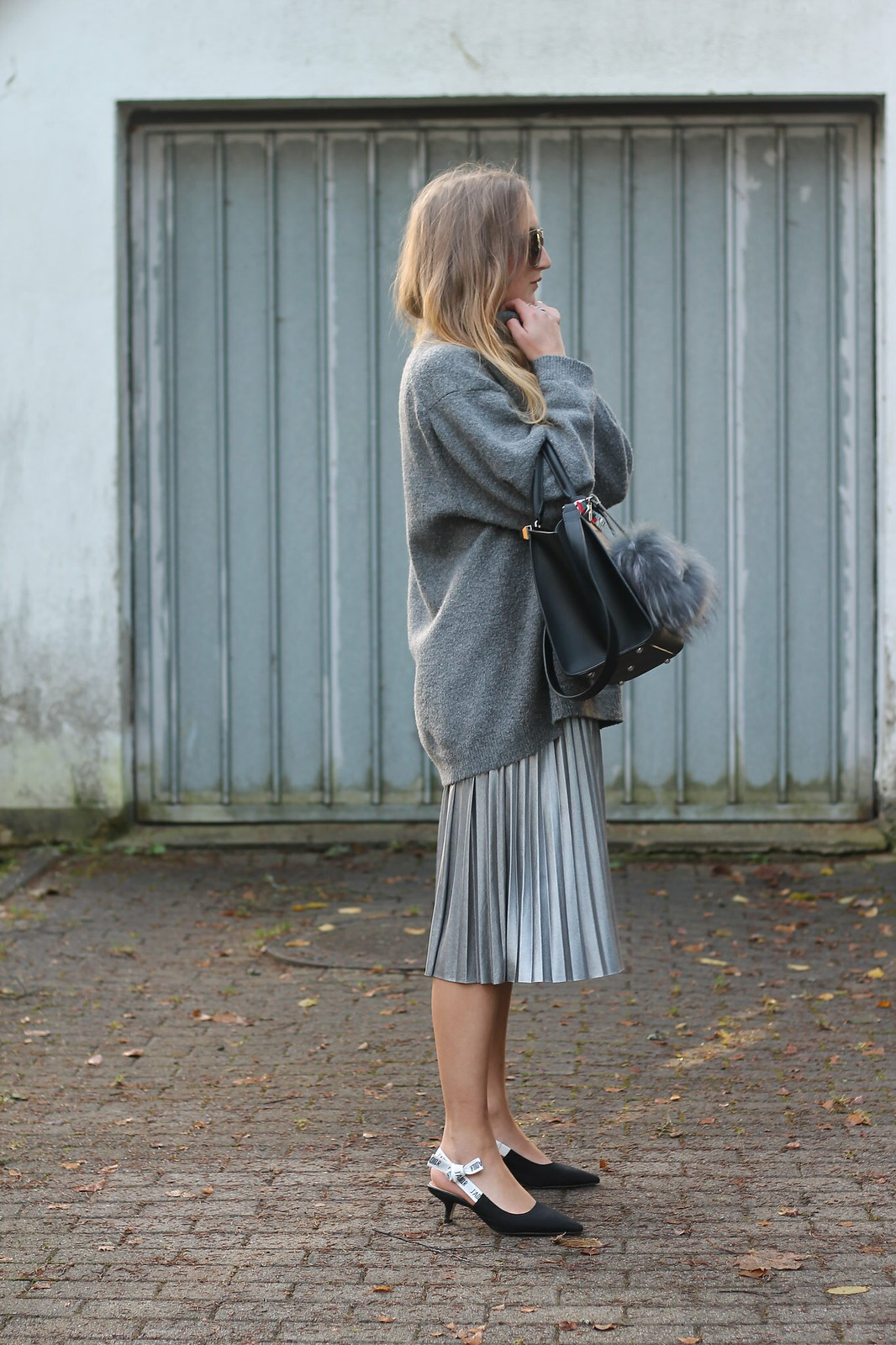 silver-skirt-and-sweater-whole-look-side-wiebkembg