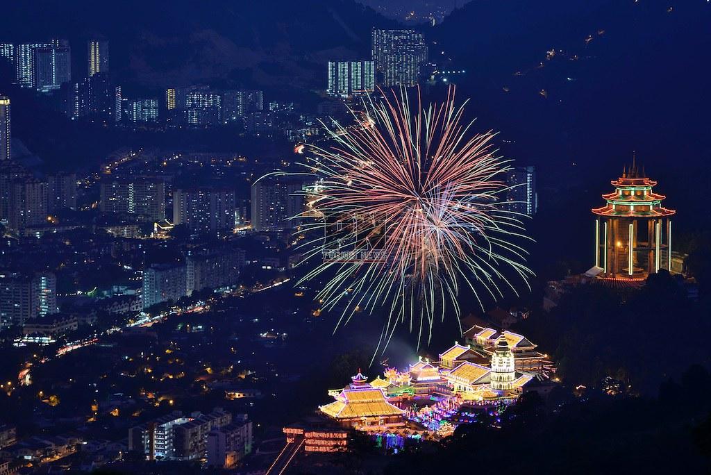 110218 - Kek Lok Si Lighting Ceremony Fireworks (11 February 2018)