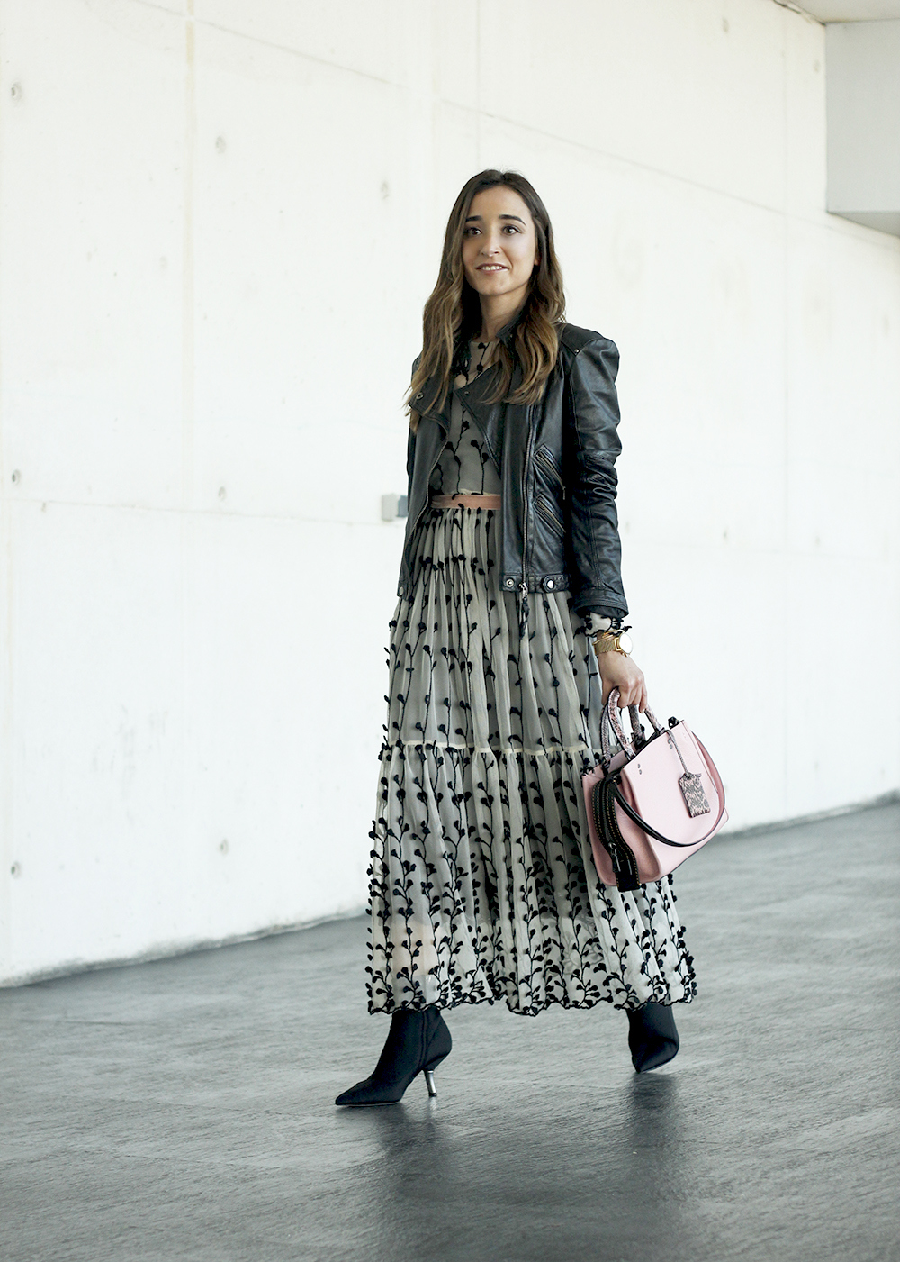 tulle dress with flowers uterqüe black booties pink coach bag fashion week madrid street style outfit winter 201804