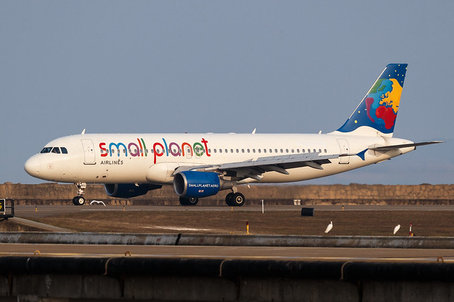 Small Planet Airlines Cambodia A320-200 XU-802 001
