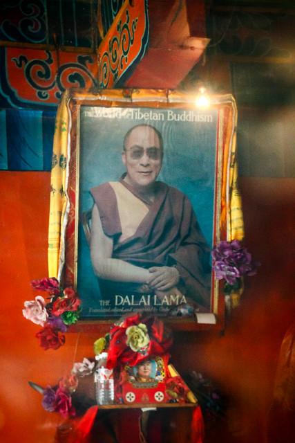 Portrait of The 14th Dalai Lama, Garzê 甘孜 ダライ・ラマ14世の肖像写真