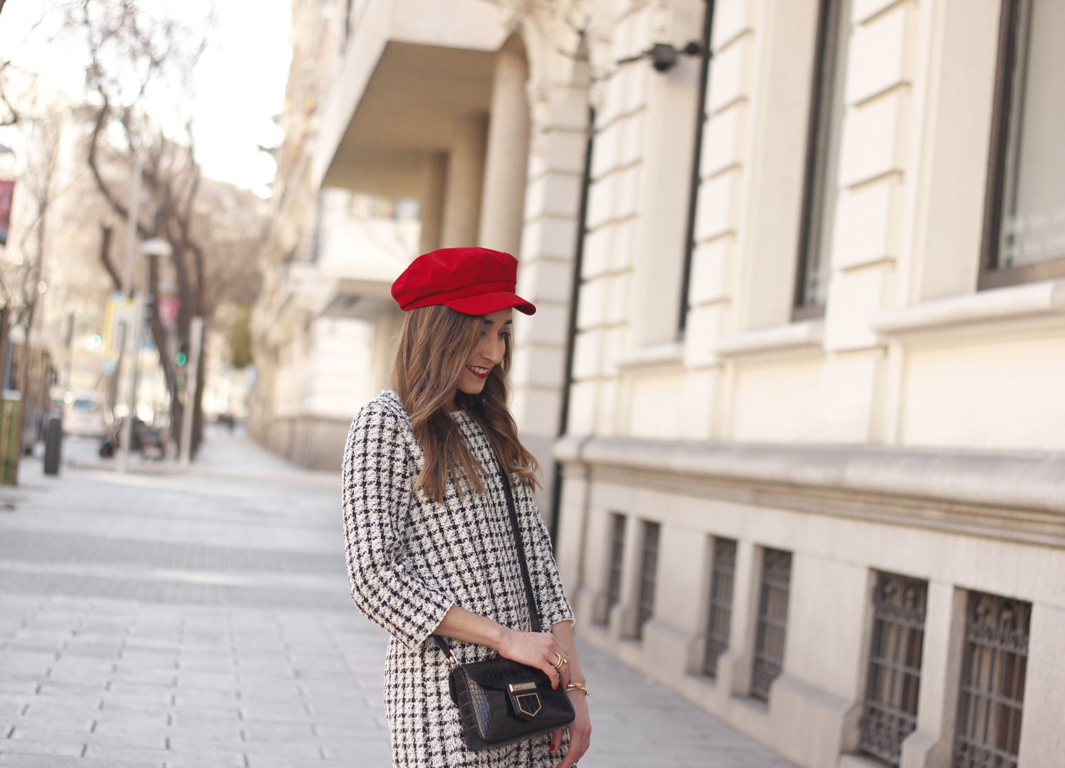 squares dress red over the knee boots givenchy bag red cap winter outfit look invierno11