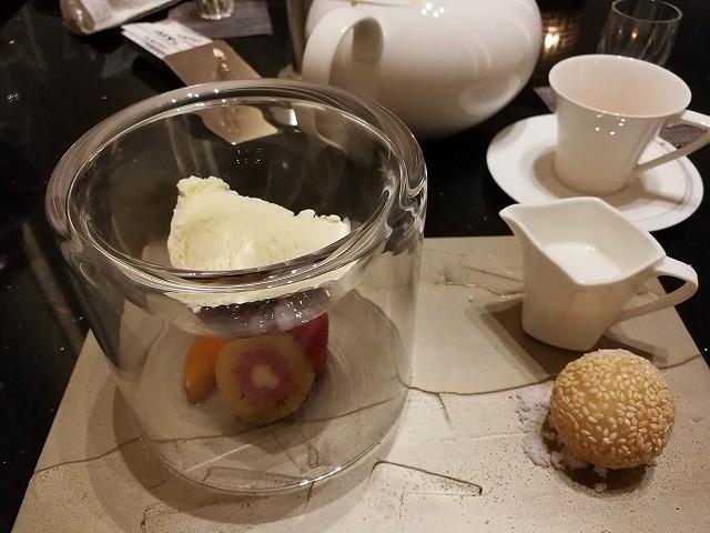 <p>h)デザート</p>