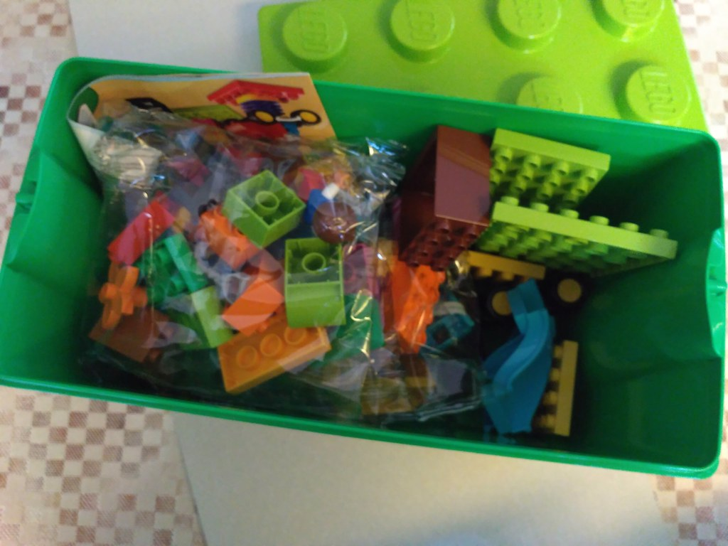10864 Large Playground Brick Box