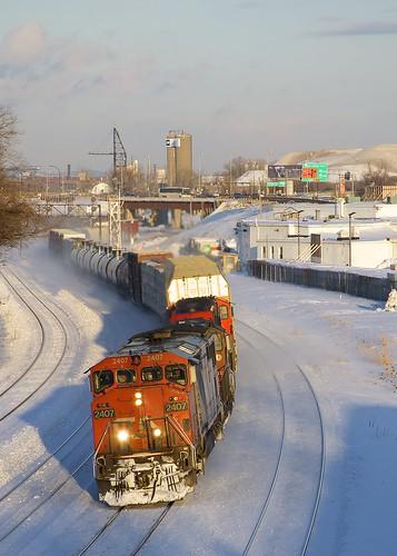 cn2407 cn canadiannational ge generalelectric dash8 dash840cm cowl train freighttrain winter snow turcotwest turcotouest montreal montrealsub montrealwest quebec cn401