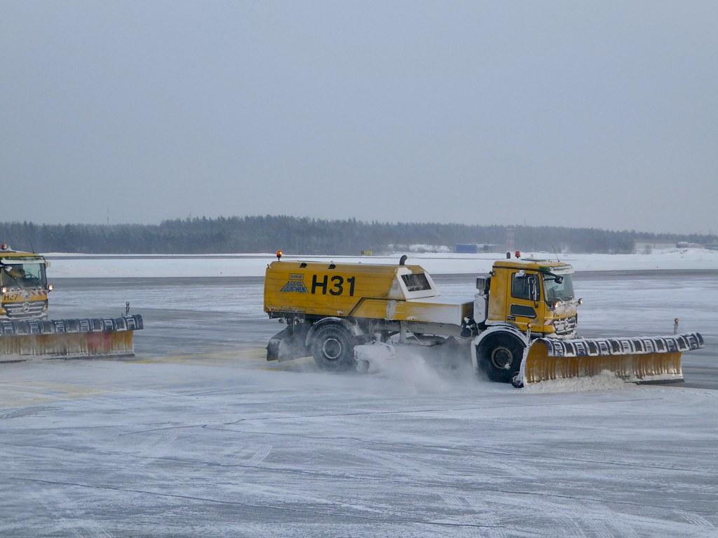 Helsinki Vantaa Airport snowploughs in action