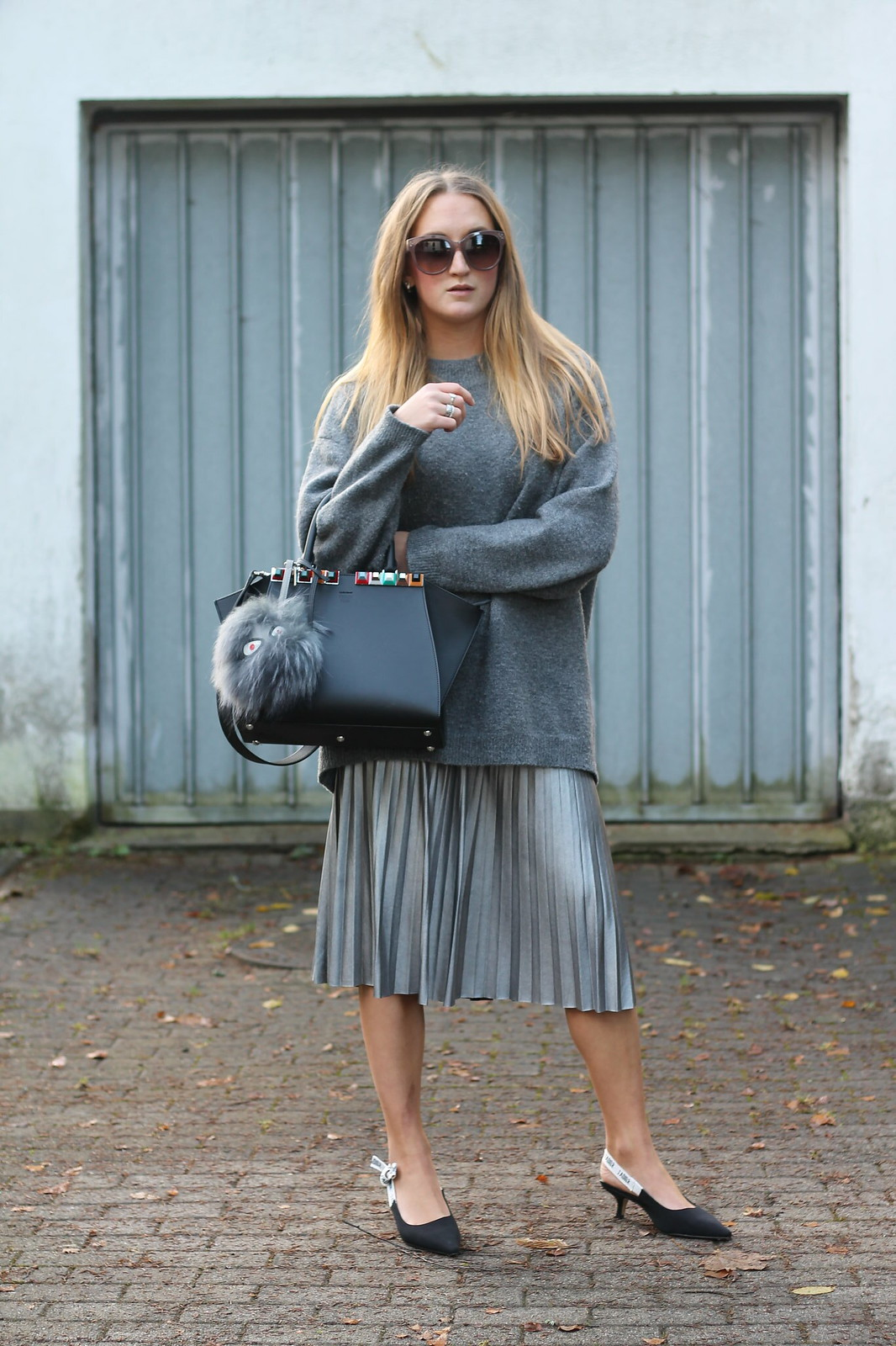 silver-skirt-and-sweater-whole-look-front-wiebkembg