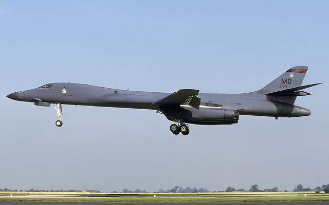B-1B 86-0104 MO EGXJ 0701 CLOFTING 2 P