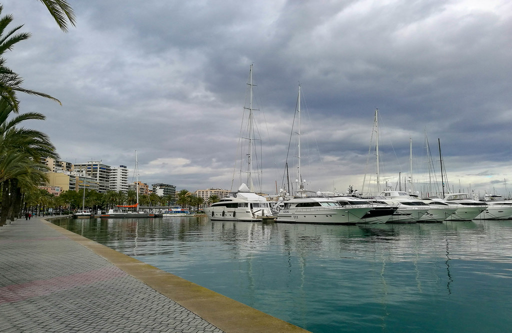 The peaceful Palma harbour in winter