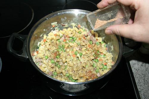 14 - Mit Salz, Pfeffer & Muskatnuss abschmecken / Taste with salt, pepper & nutmeg