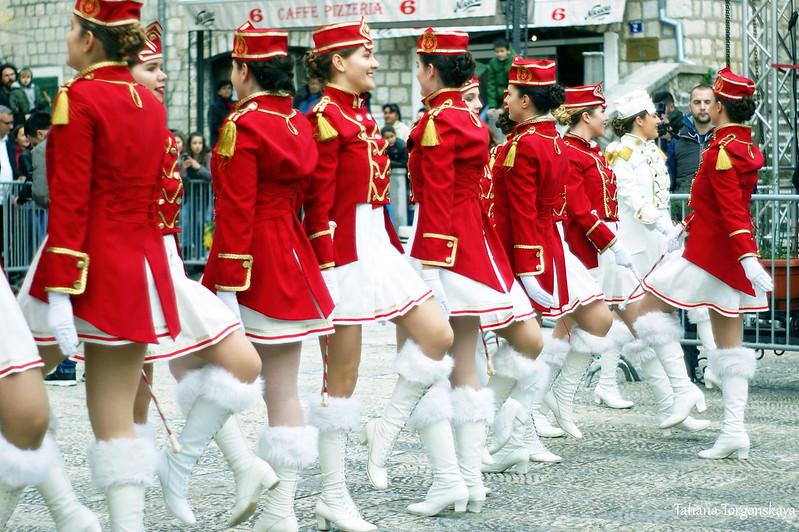 Танец мажореток на площади Джурковича