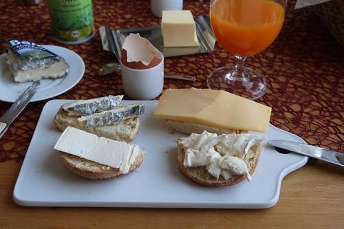 Käse auf Dinkelbrötchen