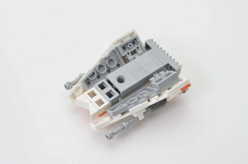 LEGO T-47 Snowspeeder - Micro Speeder Step 8