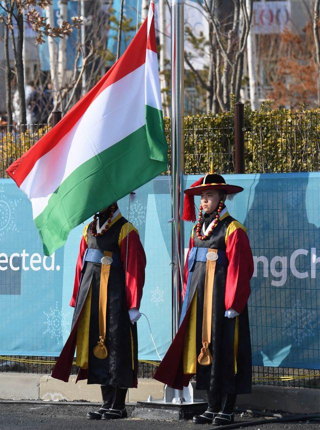Olimpiai_falu04_magyar_zaszlo_Phjoncshang2018_sportmenu