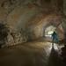 Guy dans la galerie d'entrée de la Grotte des Faux Monnayeurs en crue - Mouthier Haute-Pierre_GF